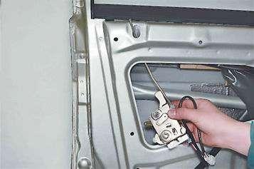 Как поменять замок передней двери на ВАЗ 2114