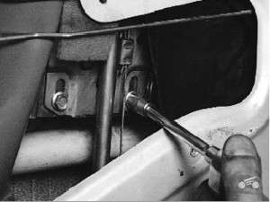 как поменять стекло на задней двери четырки