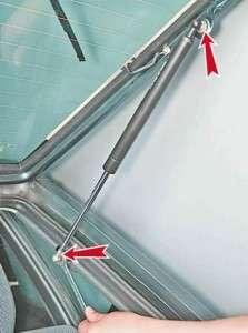 как самостоятельно заменить газонаполненные упоры задней двери ваз 2114-15-13